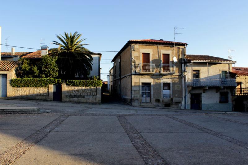 Vilvestre(pueblo-plaza-ayuntamiento)012